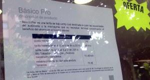 Cartel en una tienda de ONO y Yoigo en Valladolid